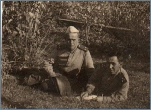 Романов Н.М. с другом . Фото 1944 года.